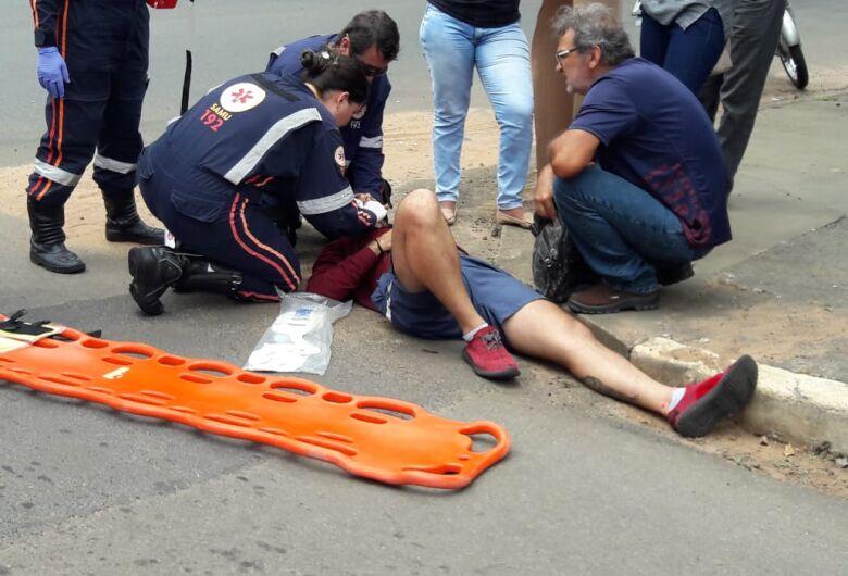Motociclista fica ferido em perigoso cruzamento no Jardim Lutfalla