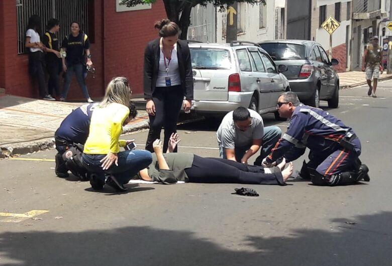 Motociclista sofre queda na rua São Paulo