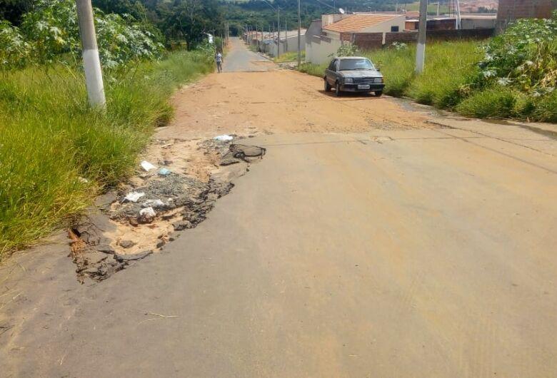 Buraco no asfalto completa um ano no Cidade Aracy
