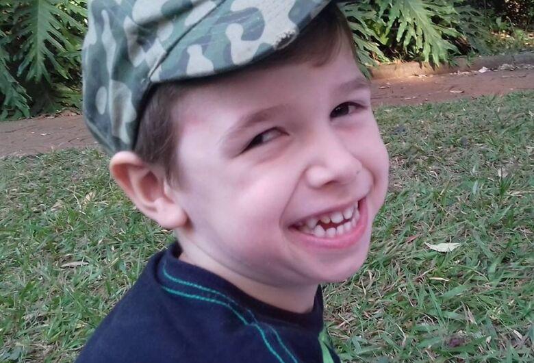 Campanha busca ajuda para continuar tratamento de garotinho com paralisia cerebral