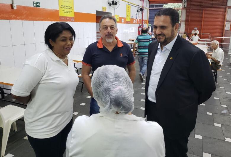 Deputado Estadual Julio Cesar visita Bom Prato Noturno de Campos Elíseos