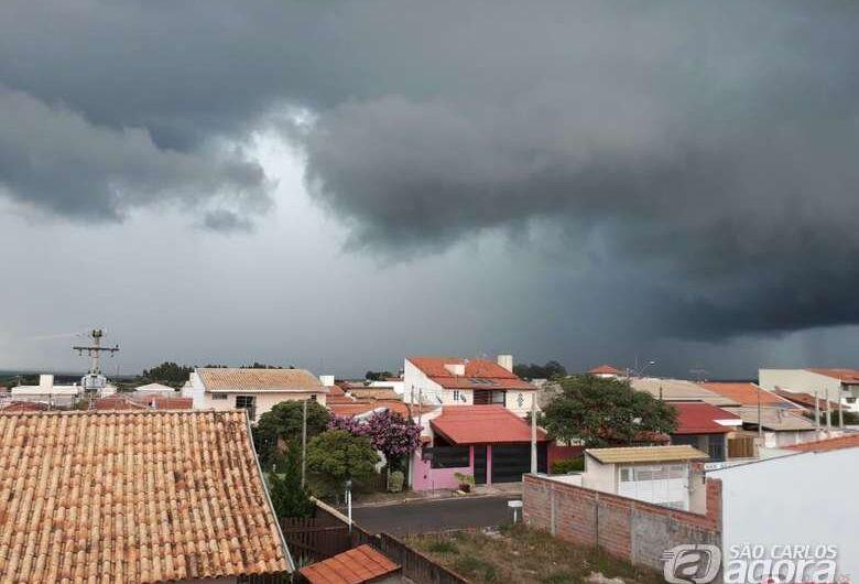 Defesa Civil emite alerta de chuva acompanhada de raios nas próximas horas