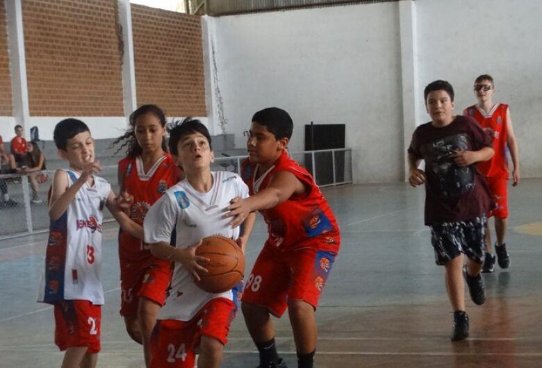 Equipes de basquete treinam forte de olho na Liga Centro Oeste