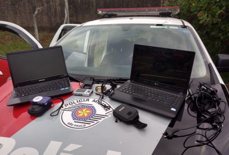 PM prende ladrão e receptador e recupera objetos furtados