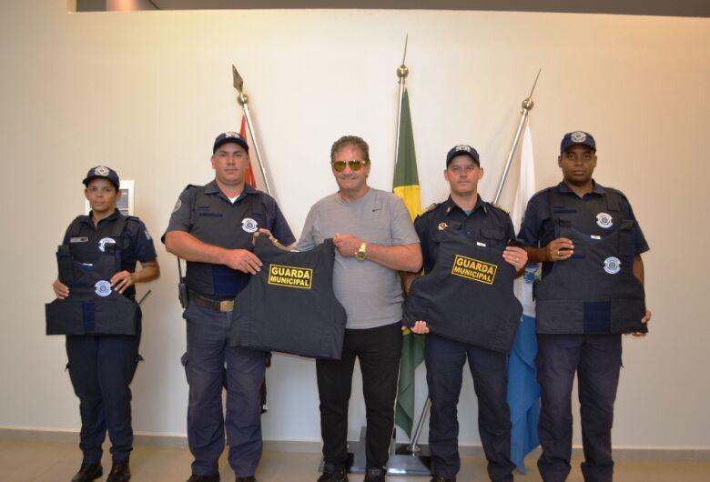 Prefeitura de Ibaté entrega novos equipamentos e uniformes para a Guarda Municipal