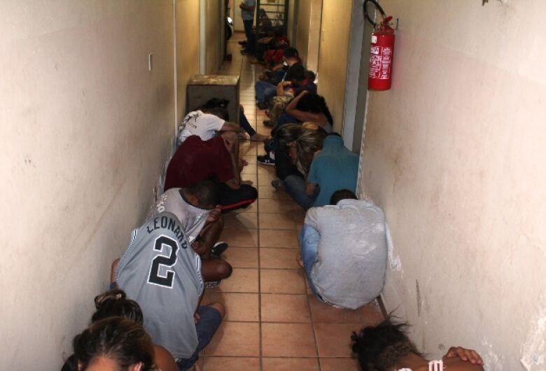 Operação termina com a detenção de 36 pessoas em Chácara de Matão