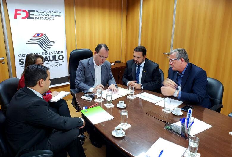 Deputado Julio Cesar apresenta reivindicações de São Carlos ao presidente da FDE