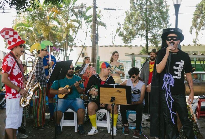 Sábado tem marchinhas de carnaval na Praça Brasil