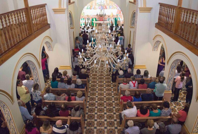 Matriz Centenária em Ibaté é reaberta em celebração religiosa com bispo Dom Paulo
