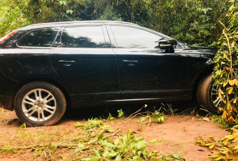 Carro roubado em Itápolis é localizado em São Carlos, na SP-215