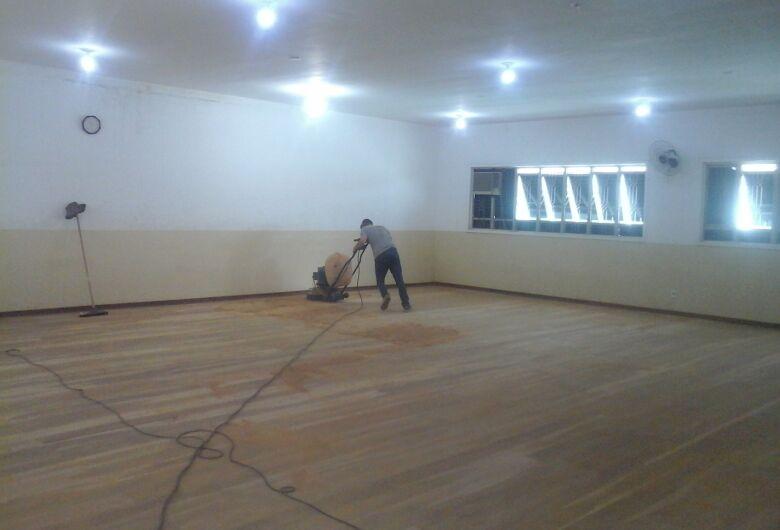 Sala de dança do Centro Cultural de Ibaté passa por reforma no piso