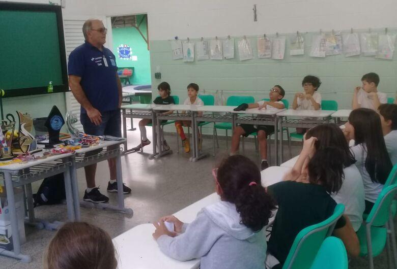 Alunos em formação tem aula de cidadania, de inclusão e de para-desporto