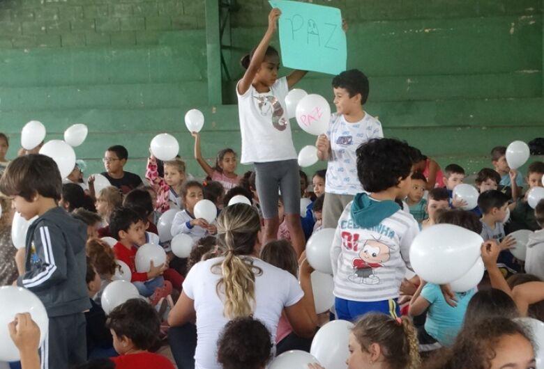 Cemei Cônego Manoel Tobias realiza manifesto pela paz nas escolas