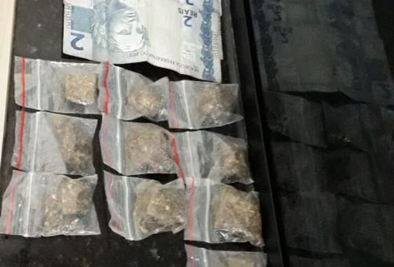 Desocupado é detido com cocaína e maconha no Aracy