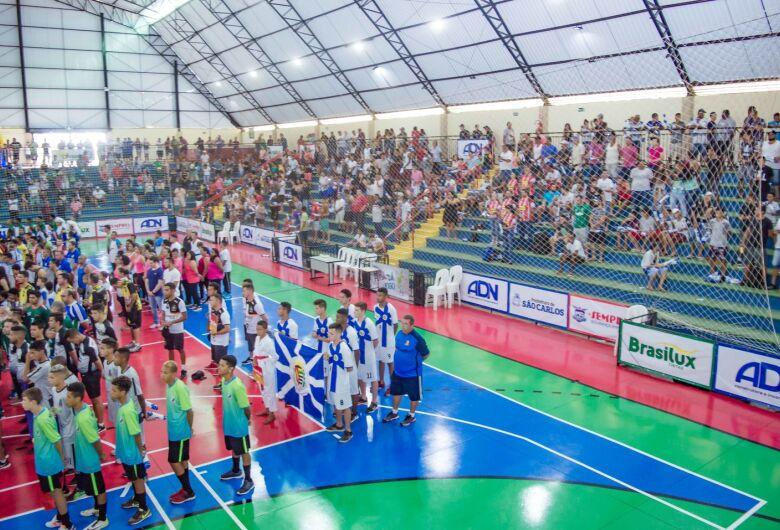Abertura da Taça EPTV movimenta ginásio municipal de esportes de Ibaté
