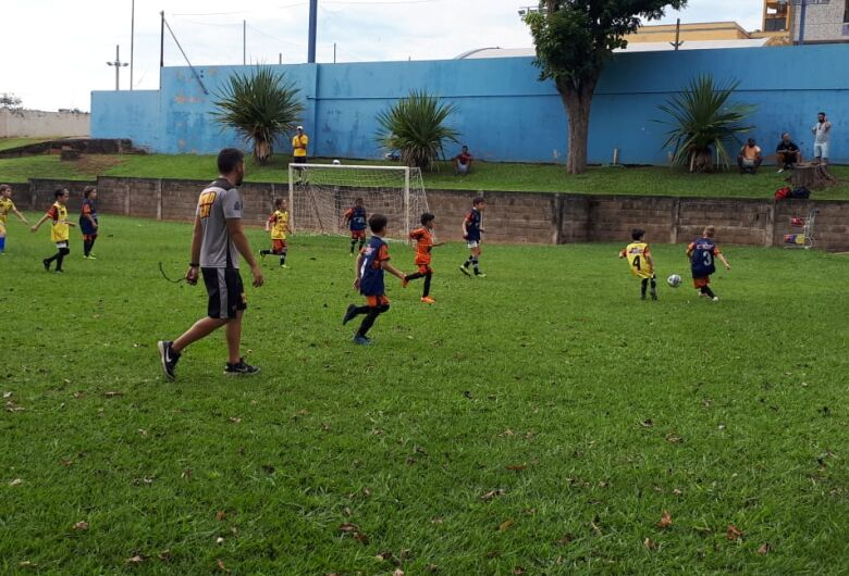 Multi Esporte realiza treino de transição para atletas do futsal para o futebol