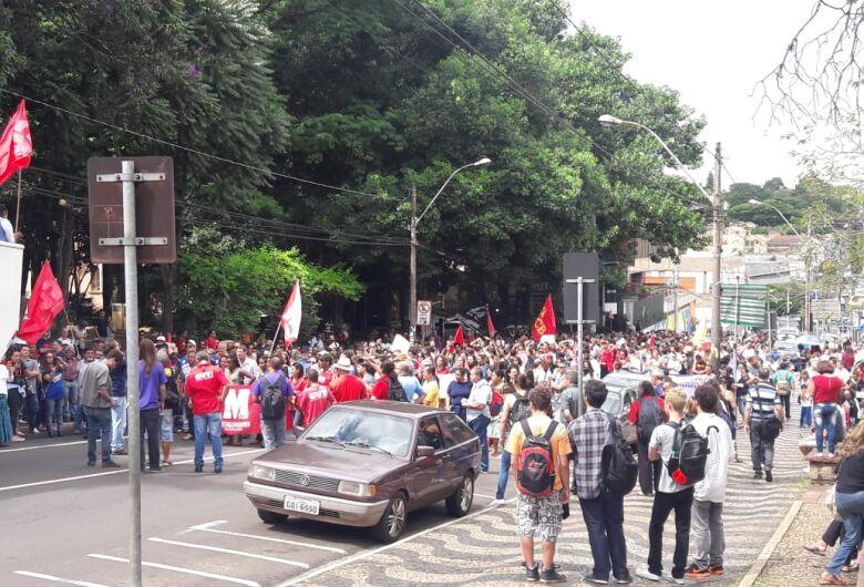 São-carlenses se reúnem para manifesto contra a reforma da Previdência