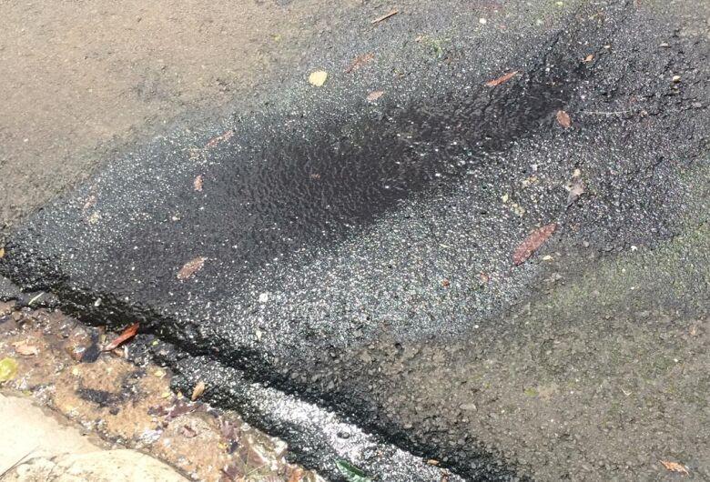 Vazamento de água incomoda moradores no Macarengo