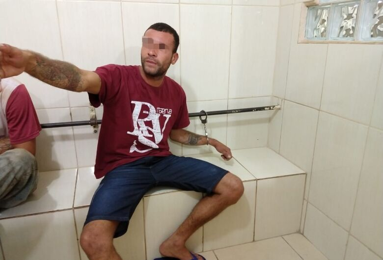 Jovem é preso após ameaçar e tentar enforcar mulher grávida no São Carlos VIII