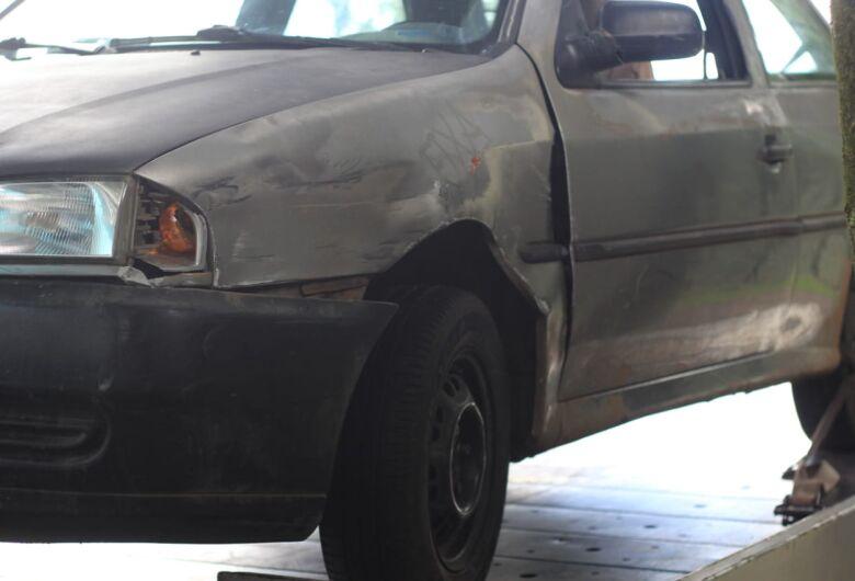 Motorista com sinais de embriaguez bate em carros estacionados no Cidade Aracy