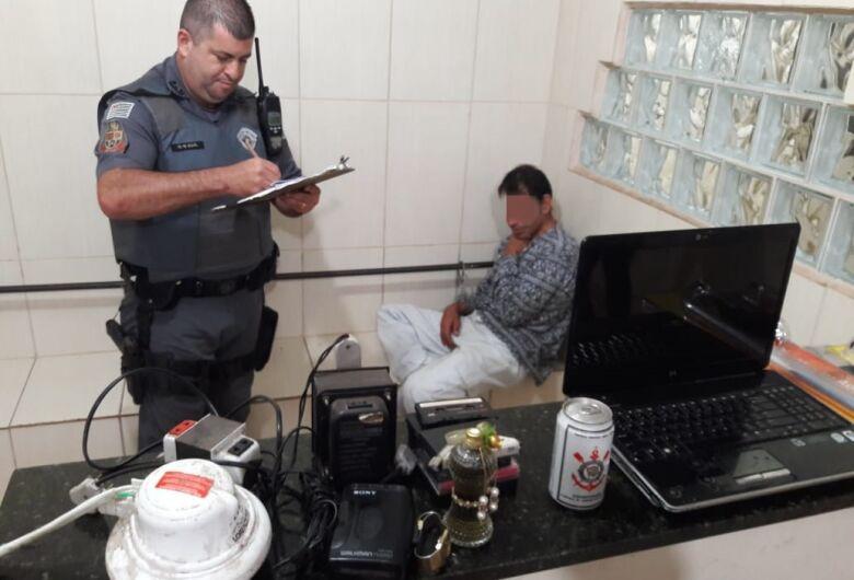 Pedreiro é detido após furtar casa de comerciante na Vila Mercedes