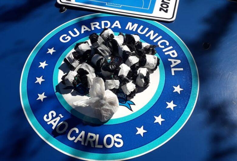 GM apreende 280 pinos de cocaína no Medeiros