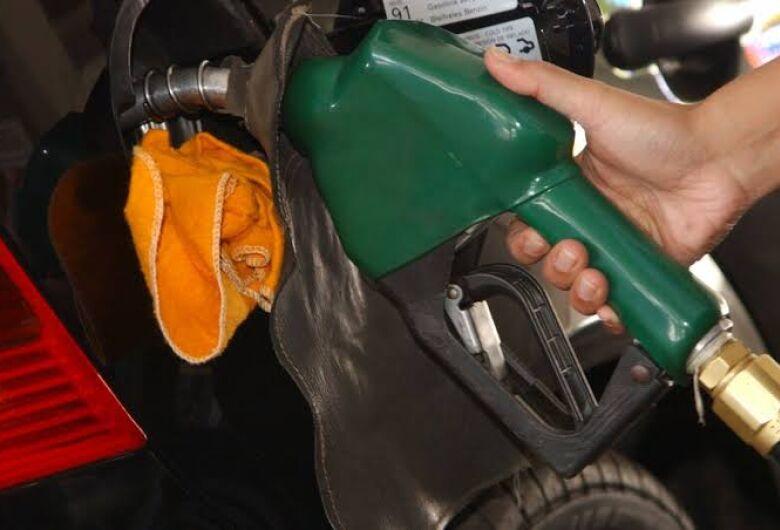 Petrobras sobe R$ 0,07 o litro da gasolina para as distribuidoras