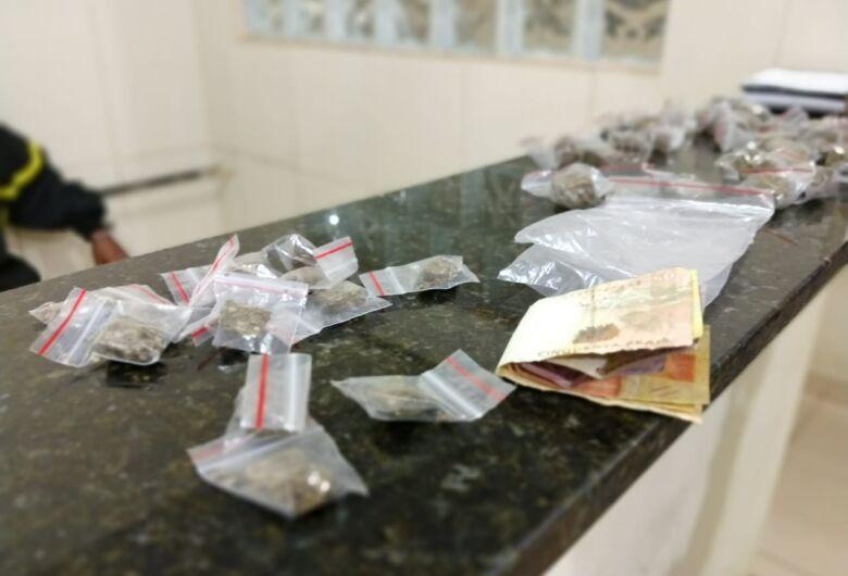 Jovem é preso por tráfico de drogas no Antenor Garcia