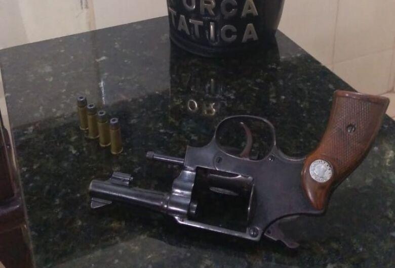 Desempregado é detido após ser flagrado com revólver em Ibaté
