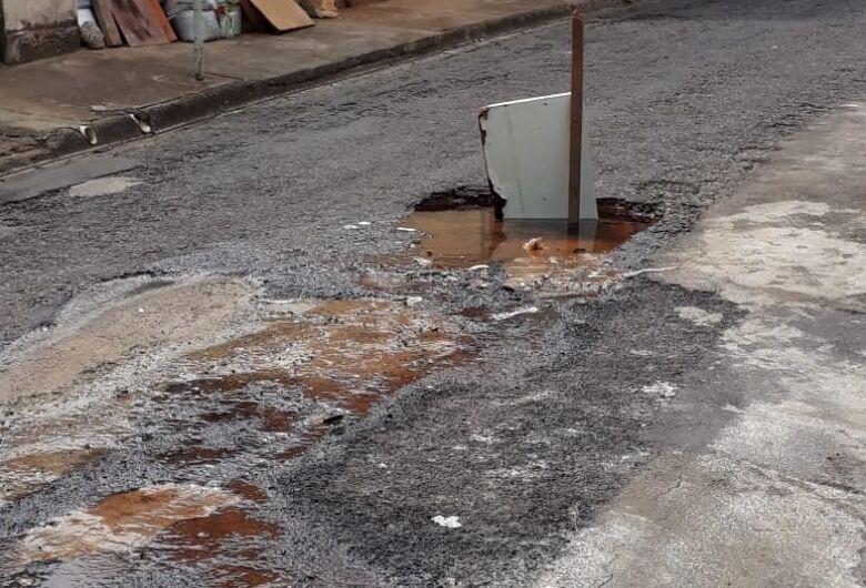 Vazamento de água incomoda moradores no São Carlos 3