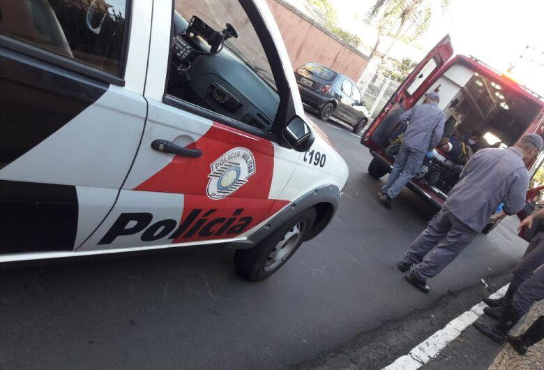 Motociclista bate atrás de carro na Dona Alexandrina