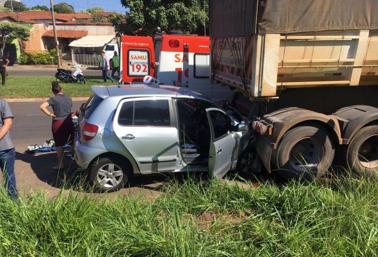 Motorista passa mal ao volante e morre após bater na traseira de caminhão