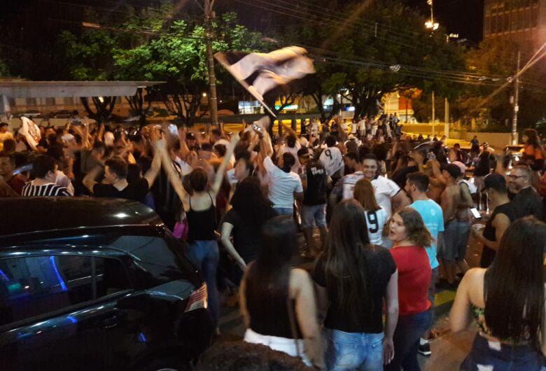 Torcedores comemoram conquista do Timão em São Carlos