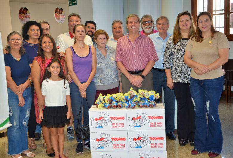 CME e Acisc entregam ovos de Páscoa para entidades