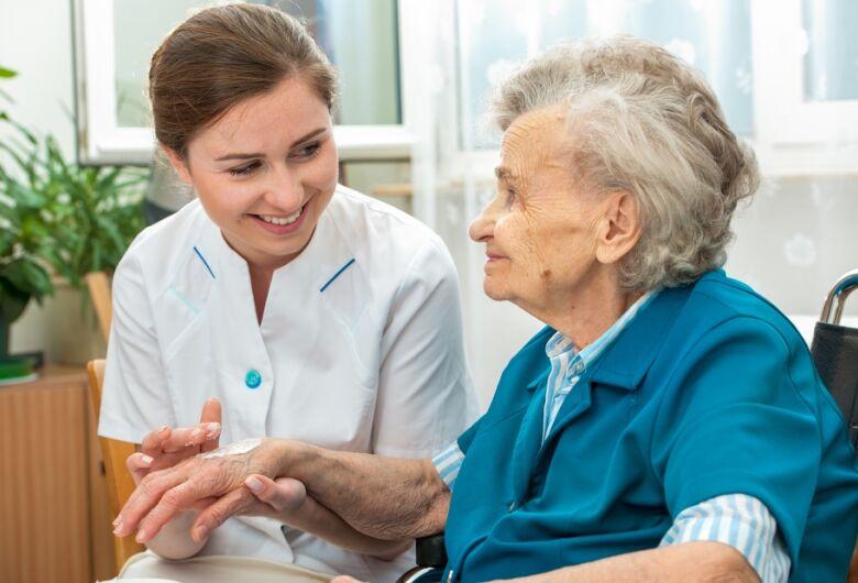 Começa hoje inscrições para o curso de cuidador de idosos