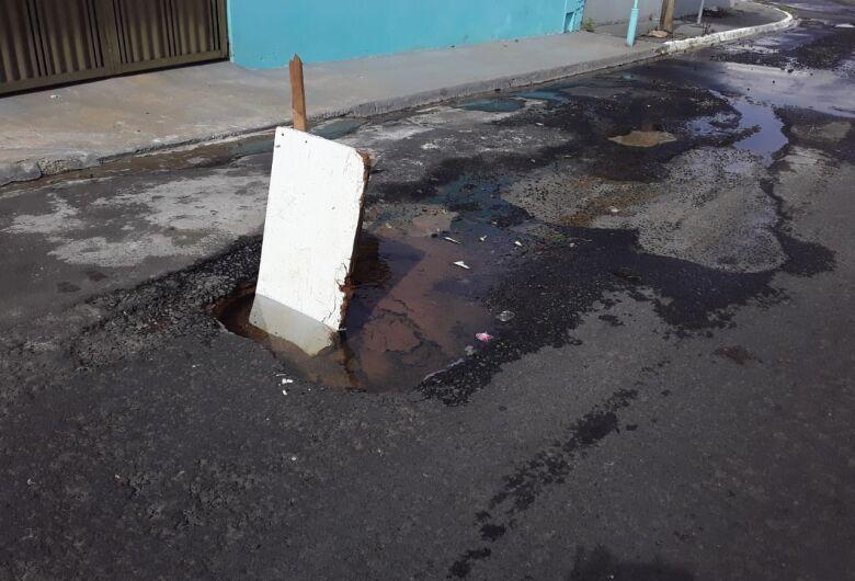 Vazamento causa grande desperdício de água no Arnon de Mello