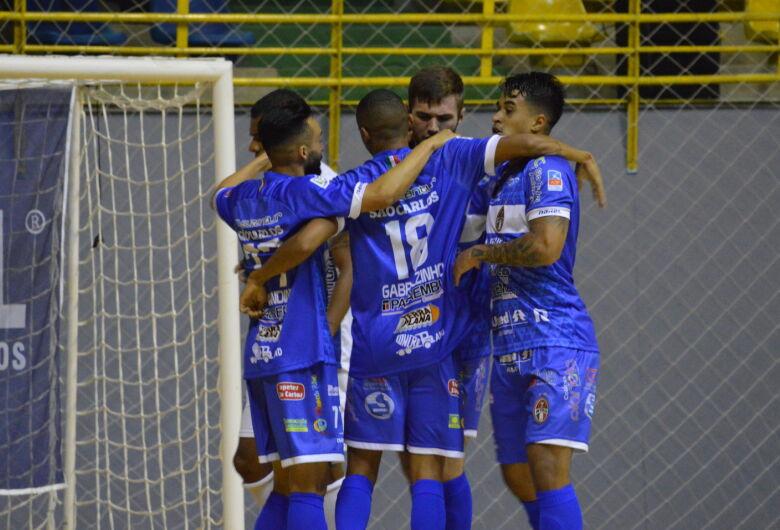 Com dois gols de Gabrielzinho, São Carlos vence Dracena e segue líder da Copa Paulista