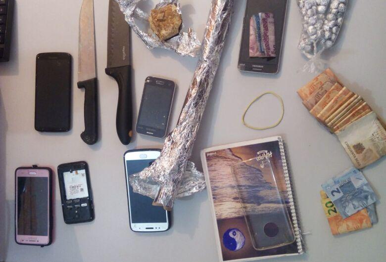 Motorista de aplicativo transportava adolescente com 80 pedras de crack