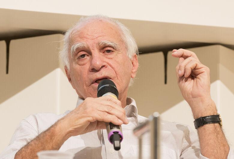 Aprovada proposta de Azuaite que concede título de Cidadão Honorário ao escritor Ignácio de Loyola Brandão