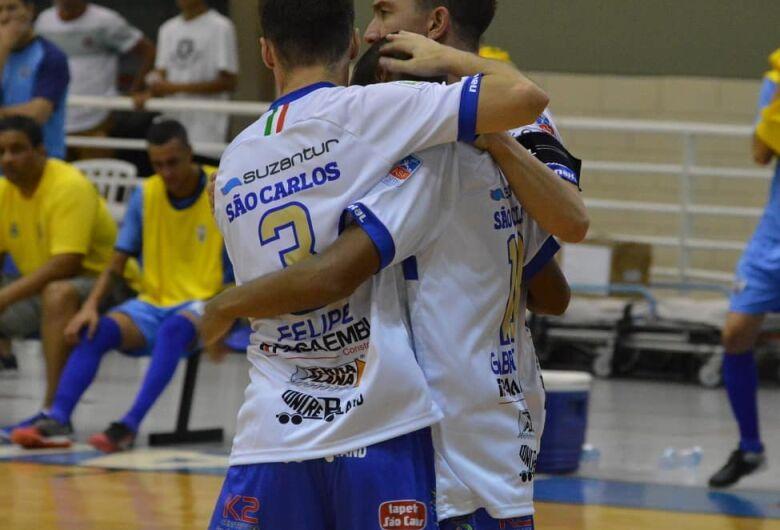 São Carlos vence Barueri e se mantém na liderança da Copa Paulista