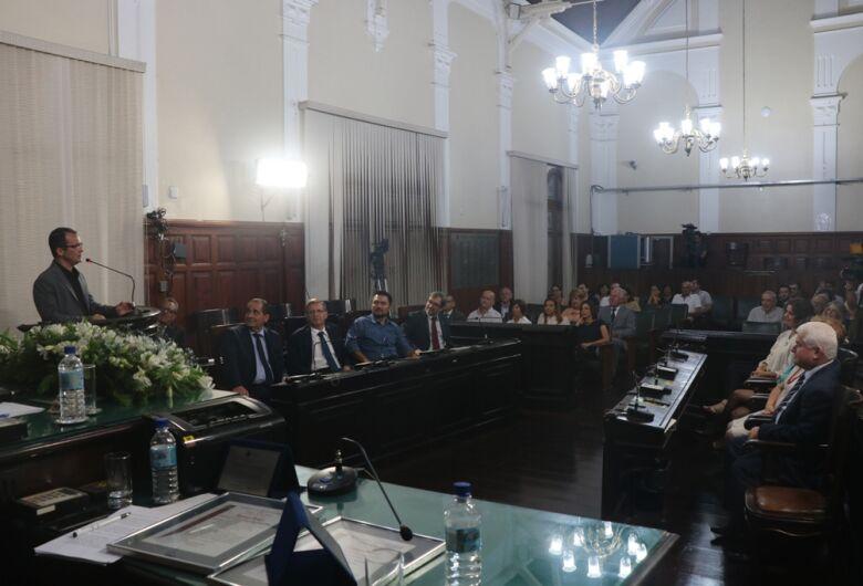 Promotor de Justiça e Chefe de Seção Judiciário recebem títulos de cidadania são-carlense