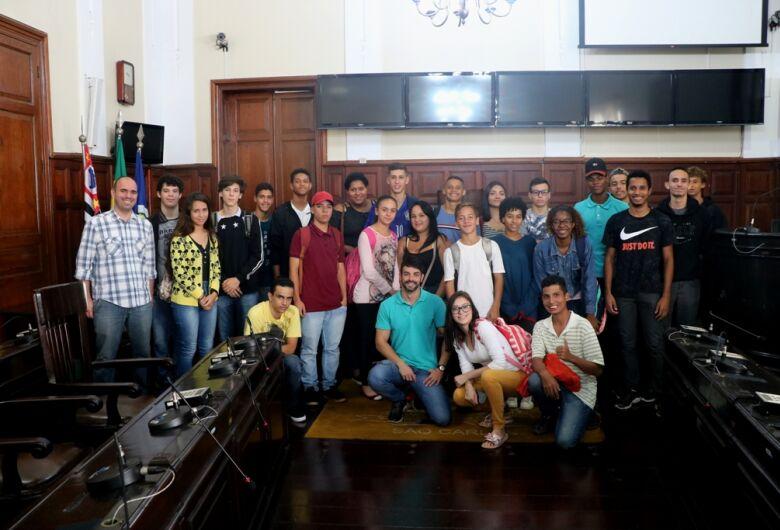 Alunos da escola Ludgero Braga visitam a Câmara Municipal
