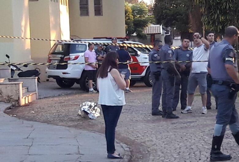 Homem morre baleado após atacar policial militar com faca
