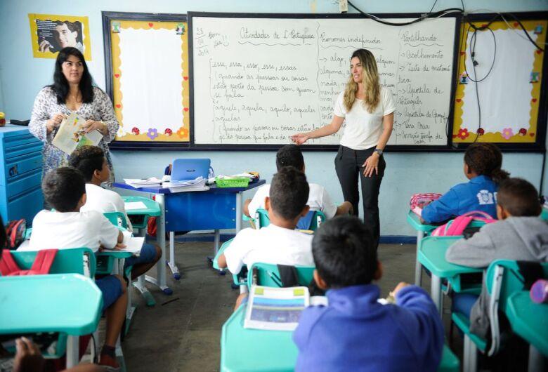 Governo de SP anuncia bônus de R$ 10,4 mi para 4 mil servidores da Educação da Região Central