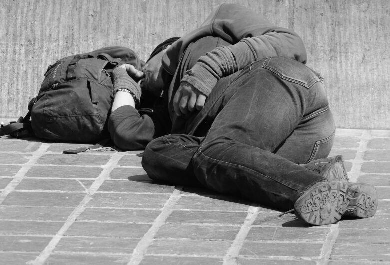 São Carlos fortalece trabalho com morador em situação de rua
