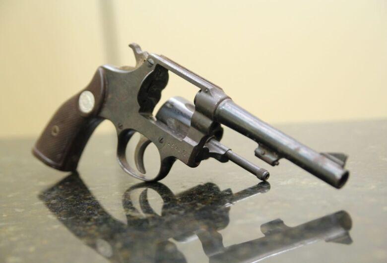 Adolescente é detido com arma de fogo no Jardim Gonzaga