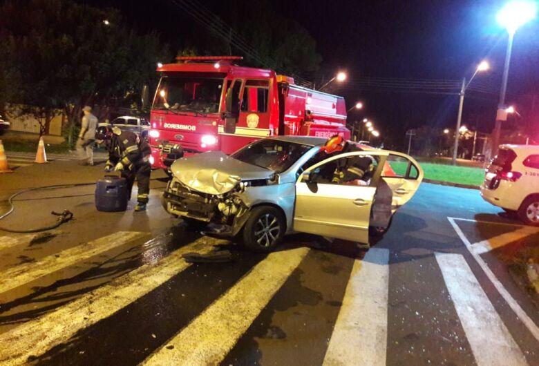 Motorista avança pare e causa colisão no Jardim Dona Francisca