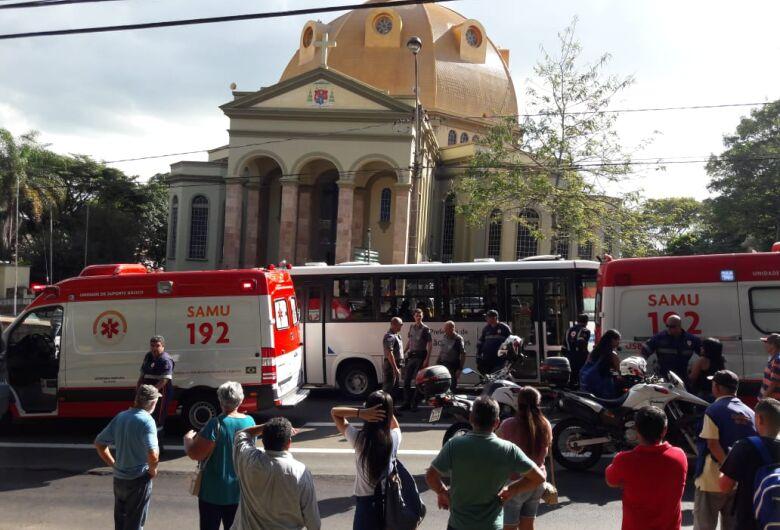 Caminhonete atropela duas mulheres no centro de São Carlos