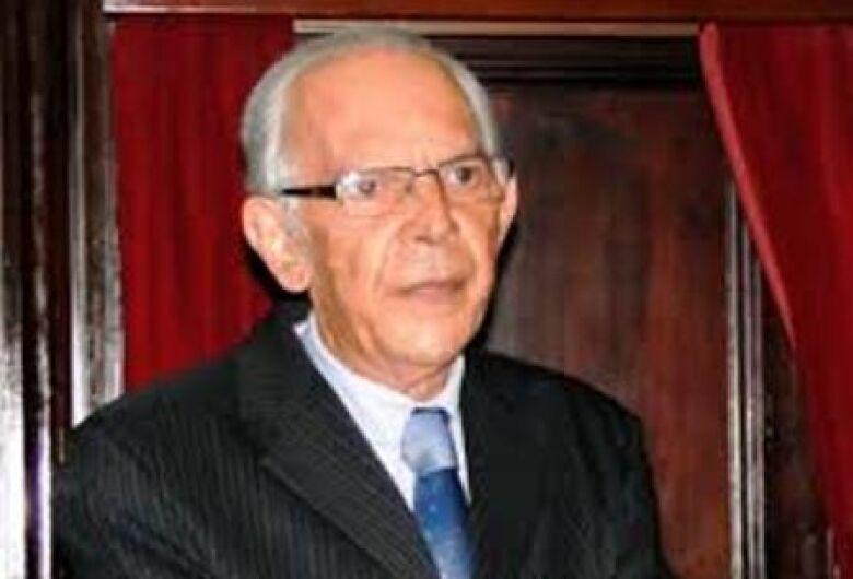 Dr. Elício de Cresci Sobrinho, uma das maiores autoridades do Direito no Brasil