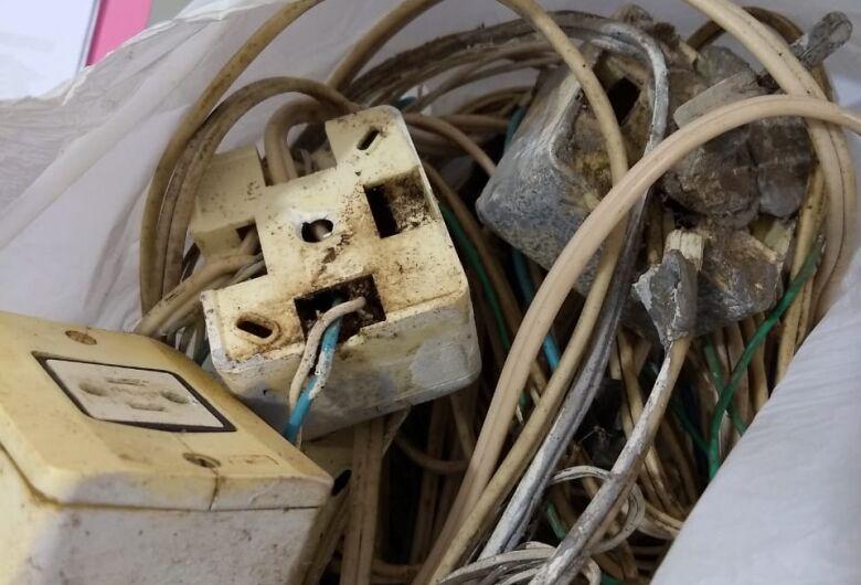 Ladrão é preso após furtar fios elétricos e deixar moradora sem energia